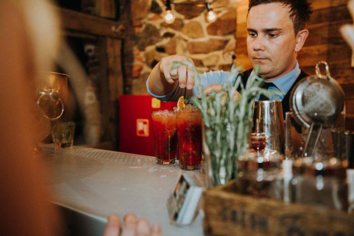 Weselny barman
